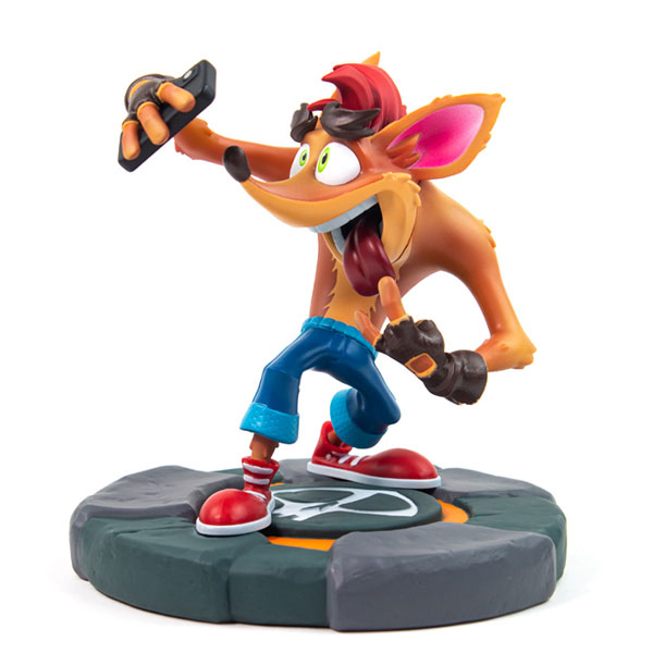 Crash Selfie Statue (Crash Bandicoot)