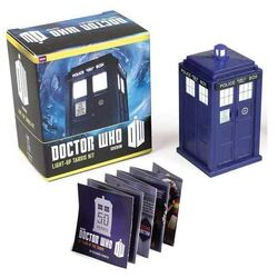 Doctor Who: Light-Up Tardis Kit (Miniature Editions)